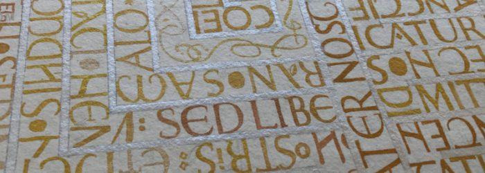 kalligrafi: labyrint, arbte under våren 2020